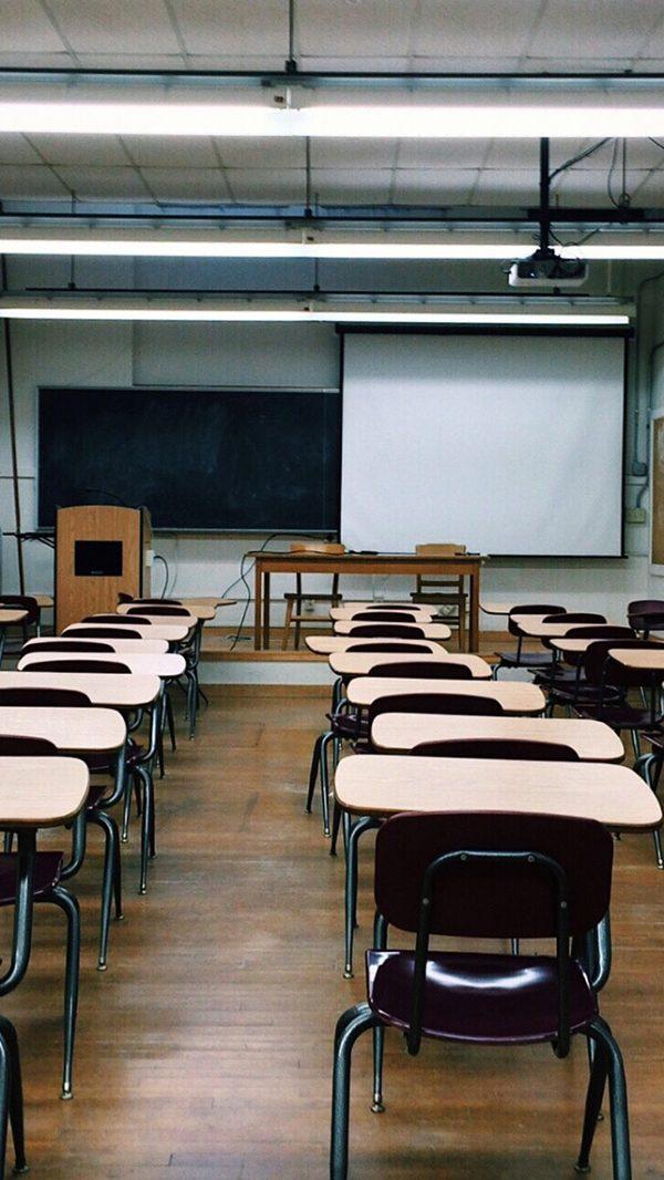 classroom-2093743_1920